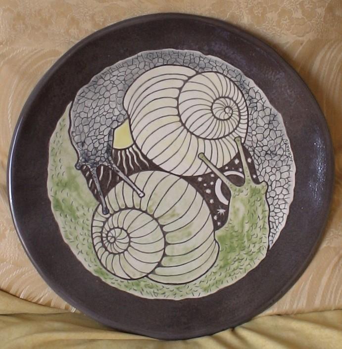 Plat de ceràmica negra esmaltada (xxxx).