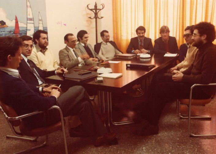Al claustre de professors del col·legi Dauradell. D'esquerra a dreta: Jaume Camats, Ramón Lóbez, Enrique Camón, Pepe Arnal, José Manuel Almuzara, Antonio Jimeno, Antonio Justo, Xxxx, Antonio Pardo i Elías Kateb.