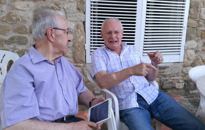 El dia de sant Joan a Vilademires parlant d'art amb el pintor Xavier Cabanach.