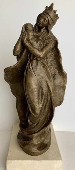 Bronze amb base de travertí (34x16x16). Poseeixen un exemplar: Miquel Cortada i Xavier Olloqui.
